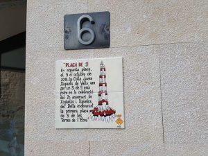 "Inaugurada la placa ""Amposta plaça de 9"""