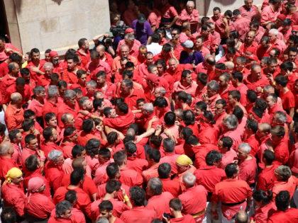 Batecs vermells a la plaça del Blat
